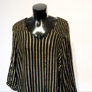 TORRID 1X Plus Gold & Black Fancy Top
